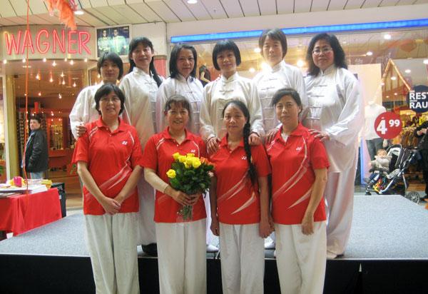 2014年3月中国文化周演出后合影